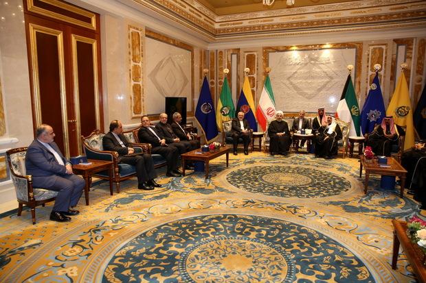 روحانی: مذاکره و تفاهم، تنها راه حل مشکلات و سوء تفاهم بین کشورهای منطقه است/ امیر کویت: شرایط منطقه همه ما را ملزم میکند که روابط خوبی با یکدیگر داشته باشیم
