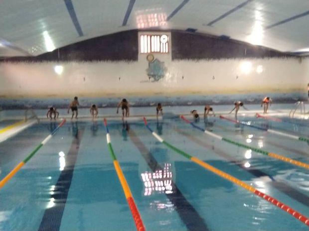 مسابقه شنا با حضور ۵۰ دانش آموز درخمیر برگزار شد