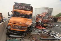 16 مصدوم حاصل برخورد اتوبوس با کامیون در اتوبان نطنز - کاشان