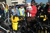 خانواده مشهدی دوچرخه سواری دور ایران را آغاز کردند