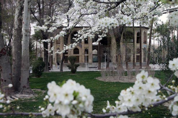 لبخند بهاران و صدای پای نوروز در کاخ تاریخی 8 بهشت اصفهان