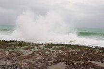 ارتفاع موج در دریای عمان به ۳.۵متر رسید