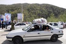 مسئولان چالوس از مسافران نوروزی درآزاد راه تهران- شمال استقبال کردند