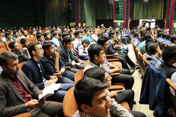 میدان دادن به جوانان جزو برنامه های مهم دولت در یزد است