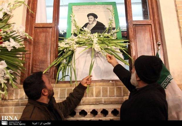 بیت تاریخی بنیانگذار انقلاب اسلامی در قم گلباران شد