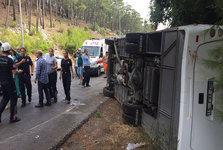 واژگونی اتوبوس گردشگران  خارجی در آنتالیا+عکس
