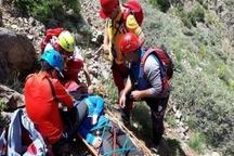 امدادگران زنجانی کوهنورد آسیب دیده را نجات دادند