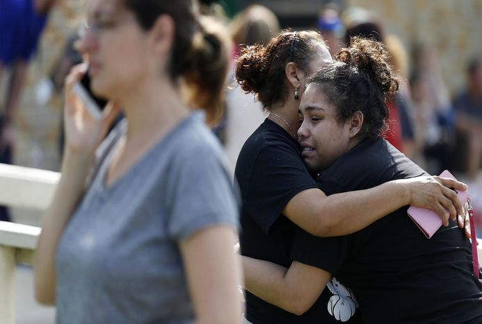 نوجوان 17 ساله یک دبیرستان در تگزاس را به گلوله بست ! + فیلم