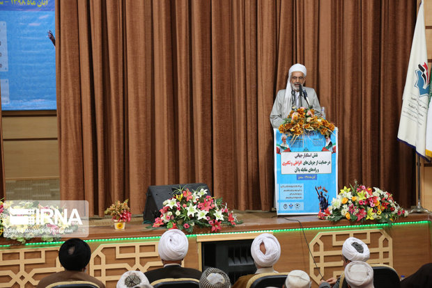 امت اسلامی برای مقابله با دشمنان باید به دامن قرآن برگرد