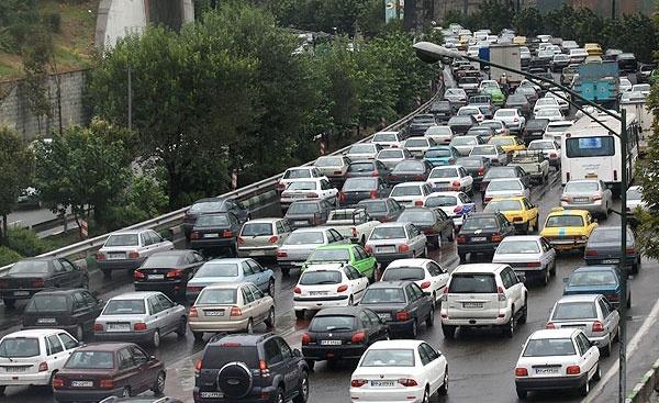ترافیک پرحجم اما روان در محور خروجی گیلان  اعمال محدودیتهایترافیکی در محور رشت - قزوین