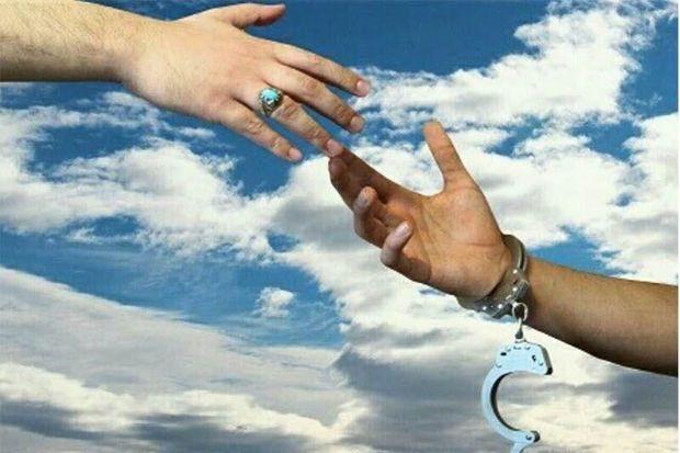 آزادی یک هزار و ۳۰۰ زندانی توسط زوج خیر البرزی