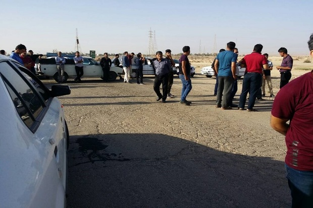 اهالی دیلم و گناوه راه کارکنان شرکت نفت گچساران را بستند