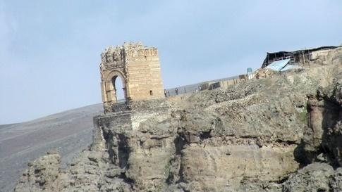 تخریب قلعه ضحاک توسط عوامل انسانی