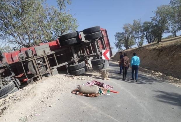 واژگونی کامیون در سمیرم جان یک نفر را گرفت