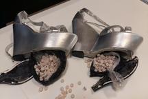 ماموران گمرک کرمانشاه 395حب قرص ترامادول در زیره کفش زنانه کشف کردند