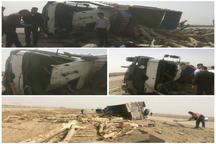 واژگونی کامیون حمل چوب در محور قم گرمسار راننده را به کام مرگ فرستاد