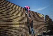 دولت ترامپ مهاجران غیرقانونی را برای مدت نامحدودی بازداشت میکند