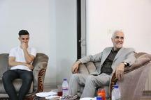 استاندار اصفهان از بازیکن مصدوم ذوب آهن عیادت کرد