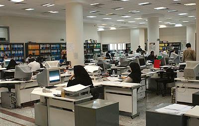 بار سنگین دستمزد کارکنان دولت بر بودجه