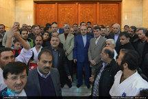 تجدید میثاق وزیر ورزش و جوانان و جمعی از ورزشکاران با آرمان های حضرت امام(س)