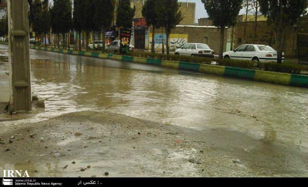 بارش باران باعث آبگرفتگی معابر شهری شوش شد