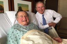 بوش پدر در بیمارستان بستری است