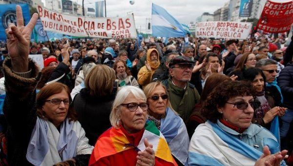 جشن استقلال آرژانتین، تجمع اعتراضی شد+ تصاویر