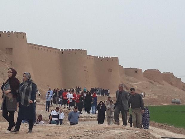 انقلاب، پای گردشگران خارجی را به اسفراین باز کرد