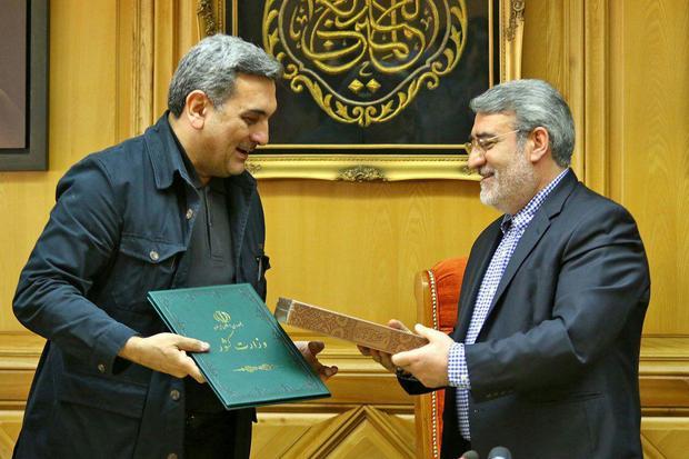 وزیر کشور حکم شهردار جدید تهران را اعطا کرد/ رحمانی فضلی: همه دستگاههای قانونی باید از شهردار حمایت کنند