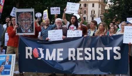 آمریکایی هایی مقیم رم علیه ترامپ تجمع کردند