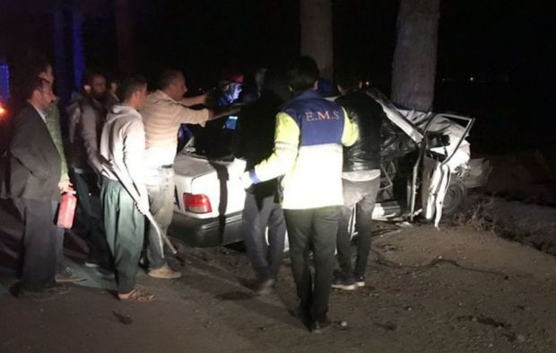 برخورد خودرو با درخت در جوین سه مصدوم داشت