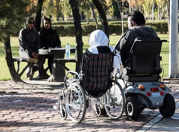 اصلاح و رهاسازی فضاهای شهری برای حضور معلولان در یزد