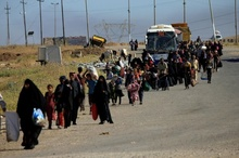 تصاویر فرار شهروندان غیر نظامی از مناطق غربی شهر موصل