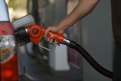 توفان «هاروی» بنزین را گران کرد