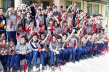 اجرای نمایش 100 عروسک در مدارس مهریز آغاز شد