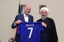 اهدای پیراهن شماره 7 فیفا به روحانی / عکس