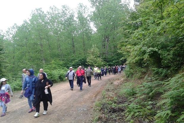 خانواده های آستارایی با هم پیاده روی کردند