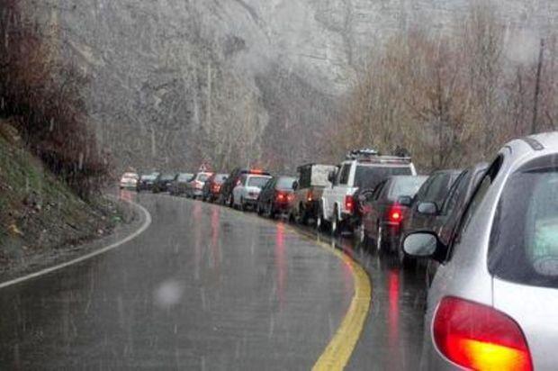 آبگرفتگی سبب  کندی تردد در جاده های سبزوار شد