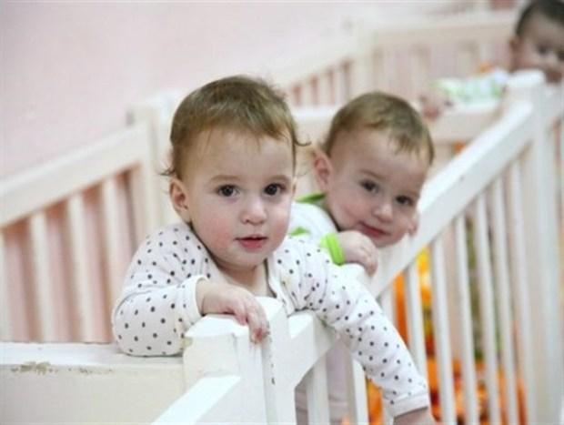 ایجاد نشاط در زندگی هشت زوج ایلامی با تحویل فرزند خوانده
