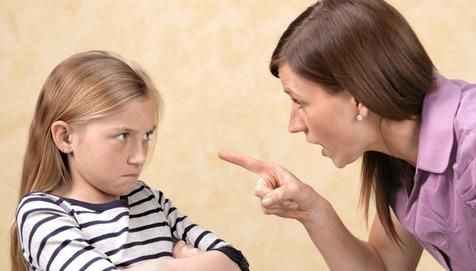 خواستههای مادی کودک را در حد نیاز رفع کنید