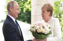 تصاویر/ عاشقانه های پوتین و مرکل