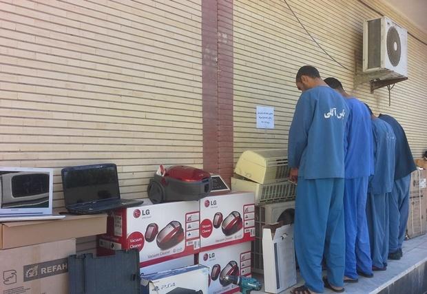 گروه 4 نفری سارقان منزل و مغازه در بندرعباس دستگیر شدند
