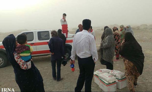 369 سبدغذایی میان مردم توفان زده سیستان توزیع شد