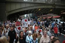 تظاهرات مردم آمریکا در حمایت از پناهجویان و علیه تصمیم غیرانسانی ترامپ