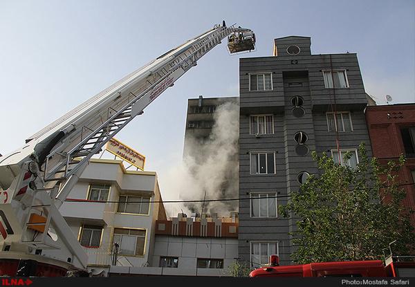 مجتمع مسکونی در اهواز دچار حریق شد  فرار ساکنان به پشت بام
