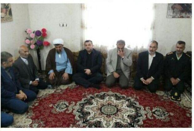دیدار استاندار مازندران با خانواده شهید مدافع حرم در بابلسر