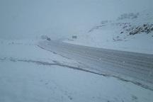 ارتفاع برف در گردنه زمزیران مهاباد به 45 سانتی متر رسید