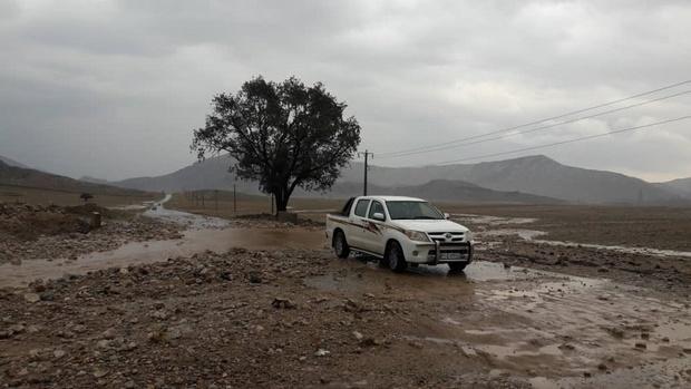 سیلاب جاده روستایی پیان - تاکوتر ایذه را برای ساعاتی بست