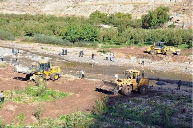 هرگونه ساخت و ساز اماکن گردشگری در حریم رودخانه اجتناب شود