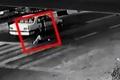 مردی که تلاش میکند خود را زیر ماشین بیندازد تا دیه بگیرد